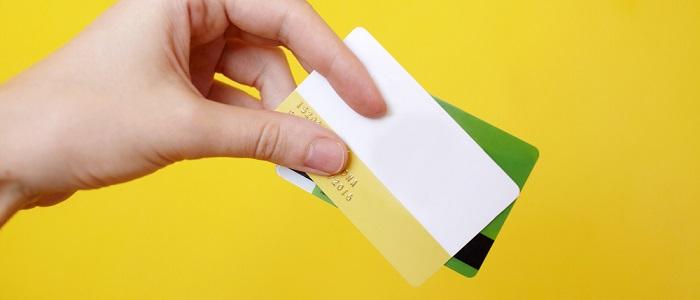 画像: 法人カードとデビットカードの比較について
