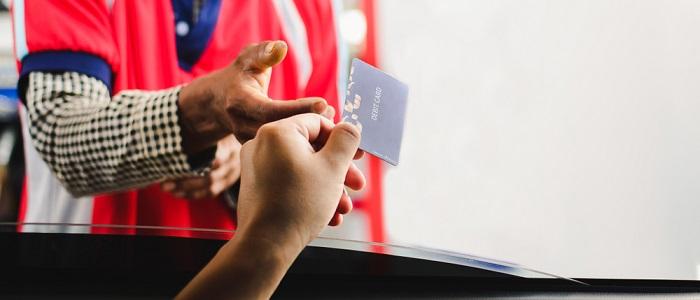 ガソリンの給油時にポイントを貯めやすい法人カードとは