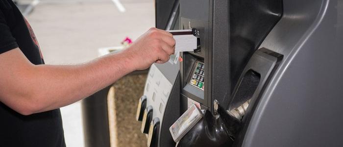 ガソリン法人カードはセルフスタンドで使用可能