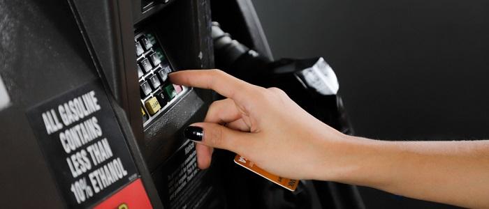 ガソリンの給油時に法人カードが使えない