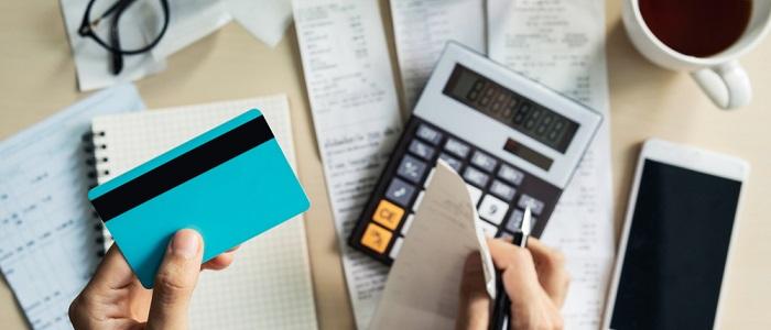 画像: 法人カードのキャッシングは低金利なのか