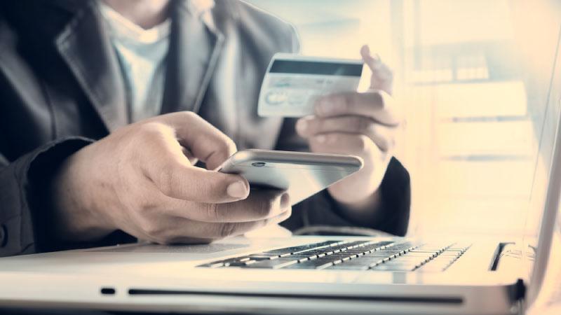 個人事業主に法人カードは必要?メリットとデメリットを解説!