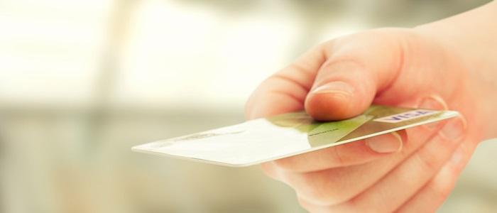 法人クレジットカードが個人名義である理由